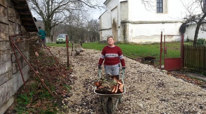 Majoros Andrásné sokszor megrakta ezt a talicskát mire az összes hasított fa a helyére került